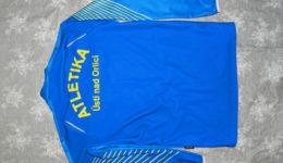Atletický oddíl nabízí sportovní oblečení pro své atlety a příznivce.